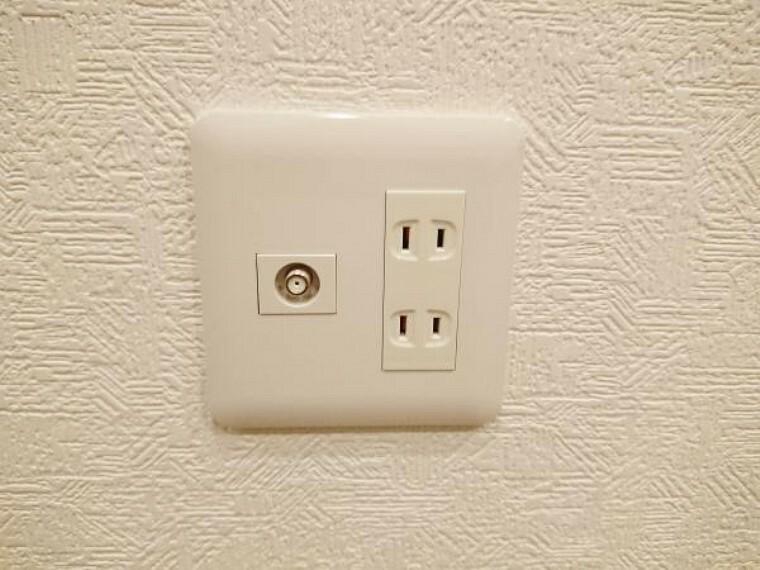 発電・温水設備 【リフォーム済】コンセントパネルは全て新品に交換しました。各居室にはTVジャックを設置しました。どのお部屋でもテレビが楽しめますね。