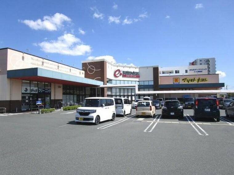 スーパー 【周辺環境/スーパー】遠鉄ストア フードワン東伊場店様まで300m(徒歩4分)。マツモトキヨシ様も併設されていますので日々のお買い物に便利です。