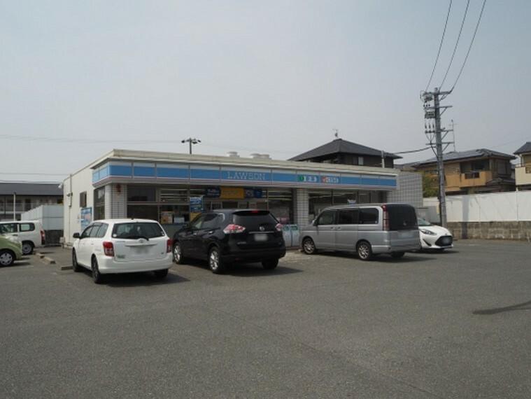 コンビニ ローソン豊橋西浜店まで徒歩約9分。(約680m)