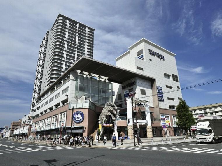 ショッピングセンター らびすた新杉田(JR「新杉田」駅直結。30以上の専門店やモールを擁すショッピングモール。スーパーやドラッグストア、本屋や花屋など暮らしを彩るお店が入っています。)