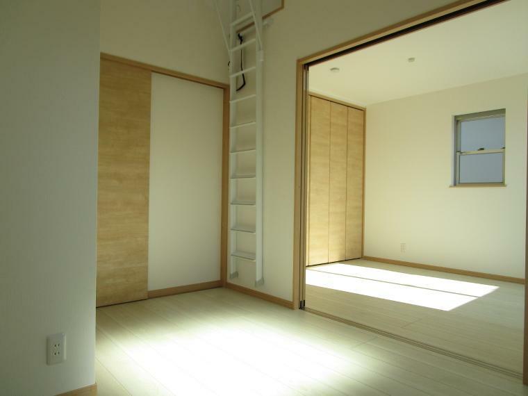 洋室 2階洋室 間仕切りを外して広く使うこともできます