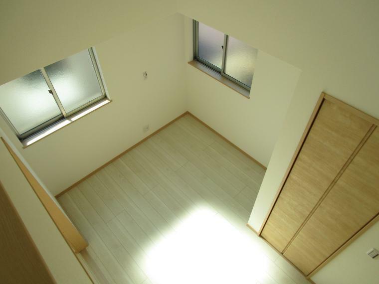 洋室 ロフト付き洋室 天井が高く開放感があります