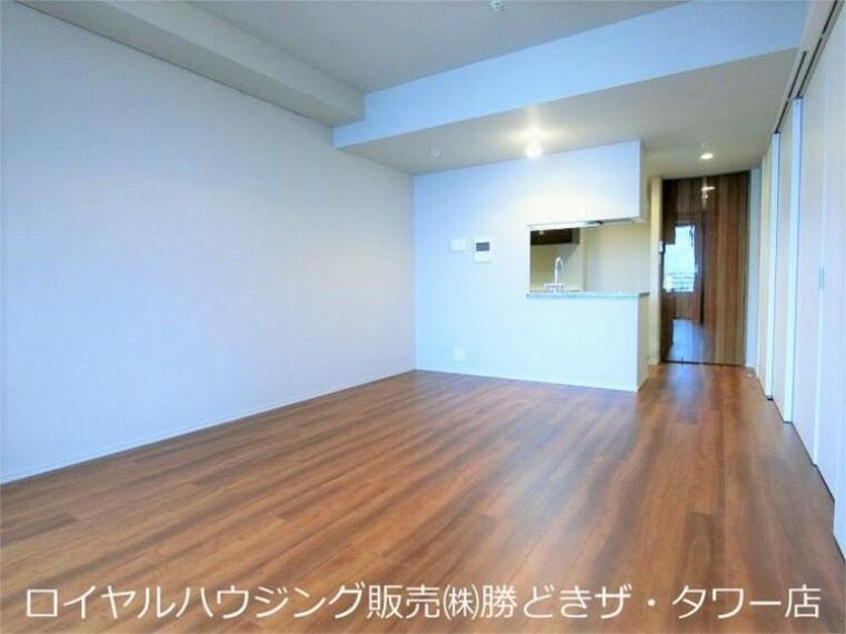 居間・リビング リビングダイニングのお写真です。約11.4帖、梁もなく綺麗な形で使い易いです。