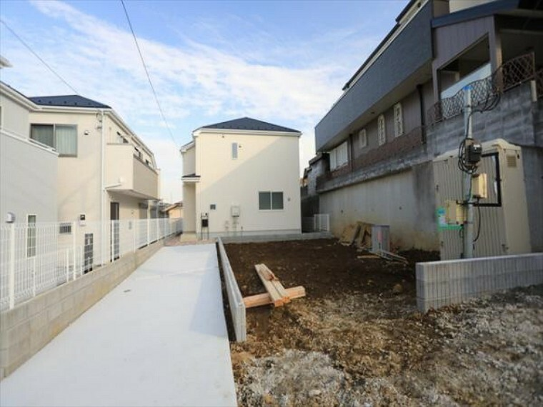 現況外観写真 この場所だからこそ叶えられる開放感、「陽光を取り入れた住宅」です。(10/1)
