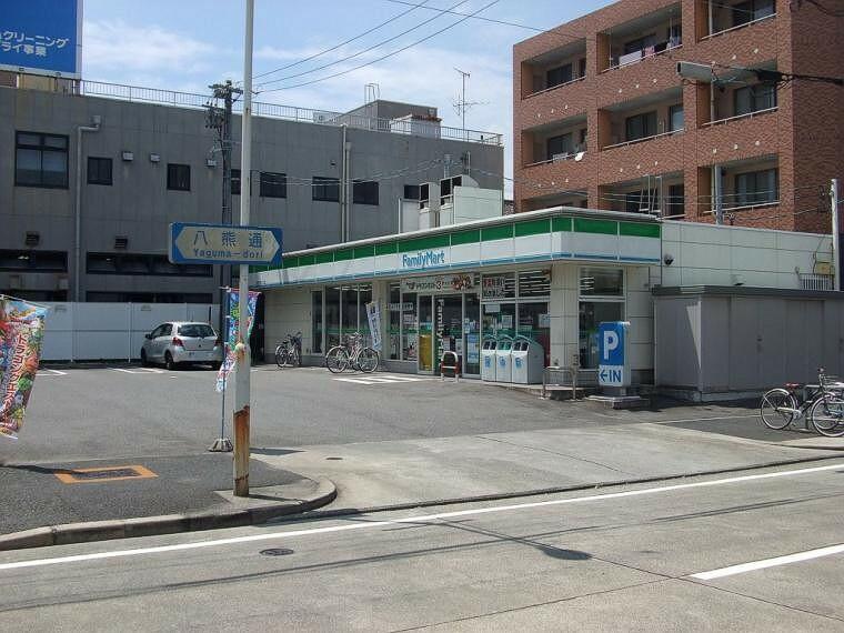 コンビニ ファミリーマート昭和広見町二丁目店