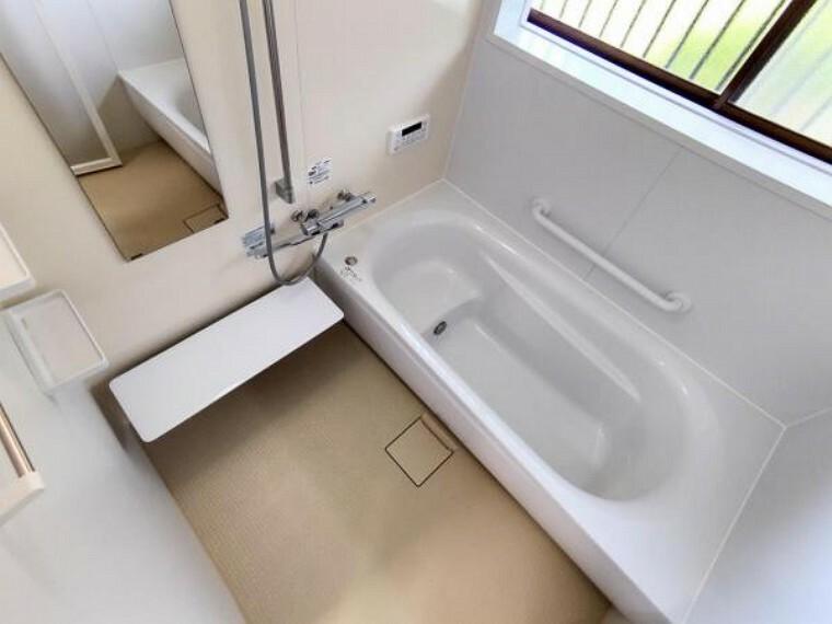 浴室 【リフォーム後/浴室】浴室はTOTO製の新品のユニットバスに交換しました。足を伸ばせる1坪サイズの広々とした浴槽で、1日の疲れをゆっくり癒すことができますよ。