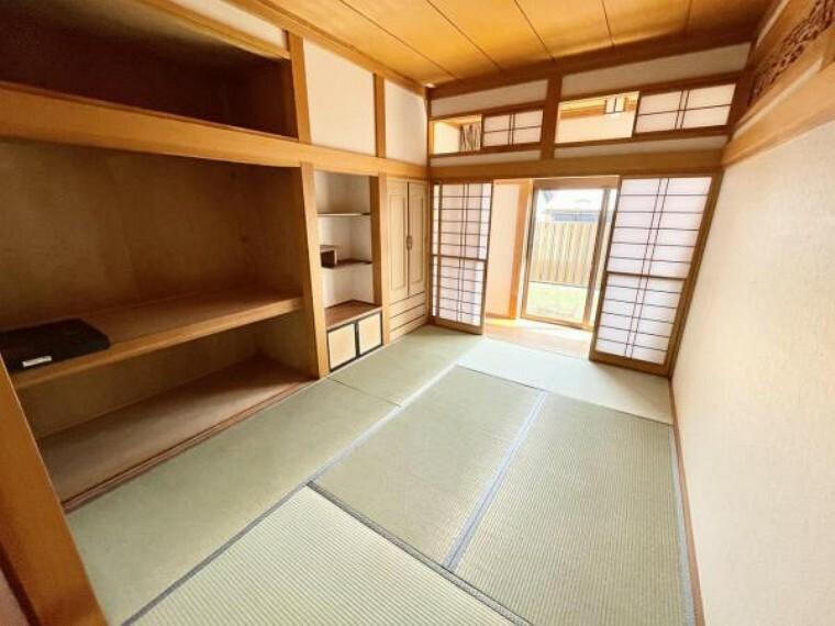【リフォーム中4/22更新】1階6帖和室です。となりの部屋と続き間になっていますが、中央のふすま部分を壁にして、2部屋を独立させる計画です。畳の表替え、障子、ふすまの張替を行い、畳は表替えを行いました。
