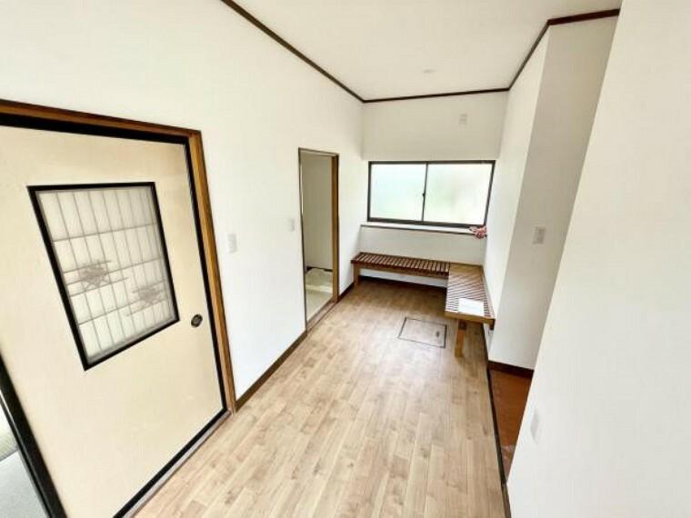 【リフォーム中4/22更新】ホールです。洗濯物を干したり、お風呂から上がったあとにちょっと一服するスペースにしたりとなんにでも使える空間になっています。壁のクロスは張替、床はクッションフロアにしました。