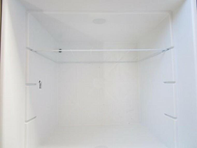 専用部・室内写真 【同仕様写真】キッチン前の床下収納は新品交換予定です。