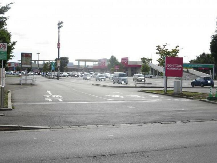 スーパー 【近隣施設/スーパー】イオンタウン水戸南店様まで2.1km(徒歩27分、車5分)。日々のお買いものに欠かせないスーパーはお車ならそれほど遠くない距離。お車で行ける距離にスーパーがあるとお仕事帰りにお買い物できるので便利ですね。