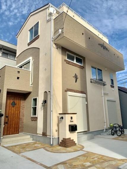 【施工例:外観】 モデルハウスやショールームで理想のご新居についての打合せが出来ます。