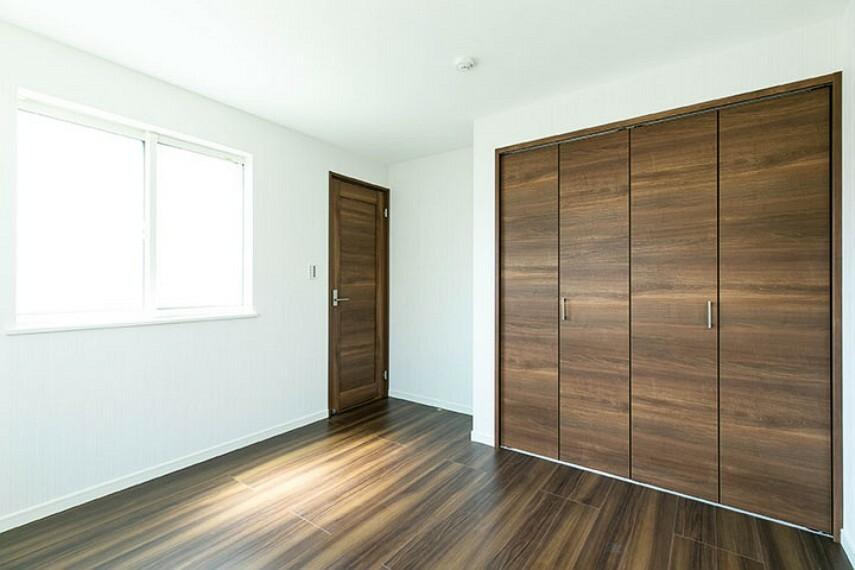 【施工例:居室】 収納を充実させたい方にも最適