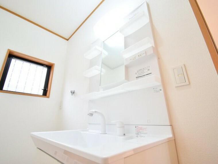 洗面化粧台 使いやすさ、お手入れのしやすさ、収納力にこだわった洗面台です。