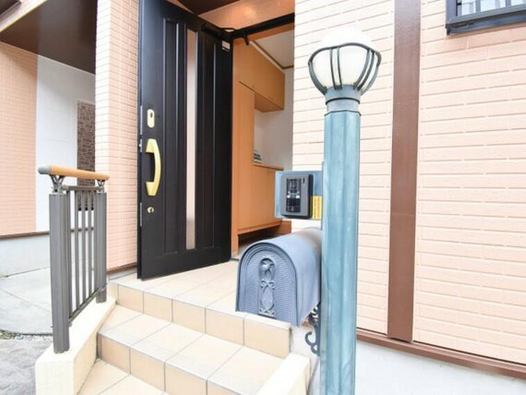 玄関 家のシンボルともいえる玄関は訪れる人を魅了します。