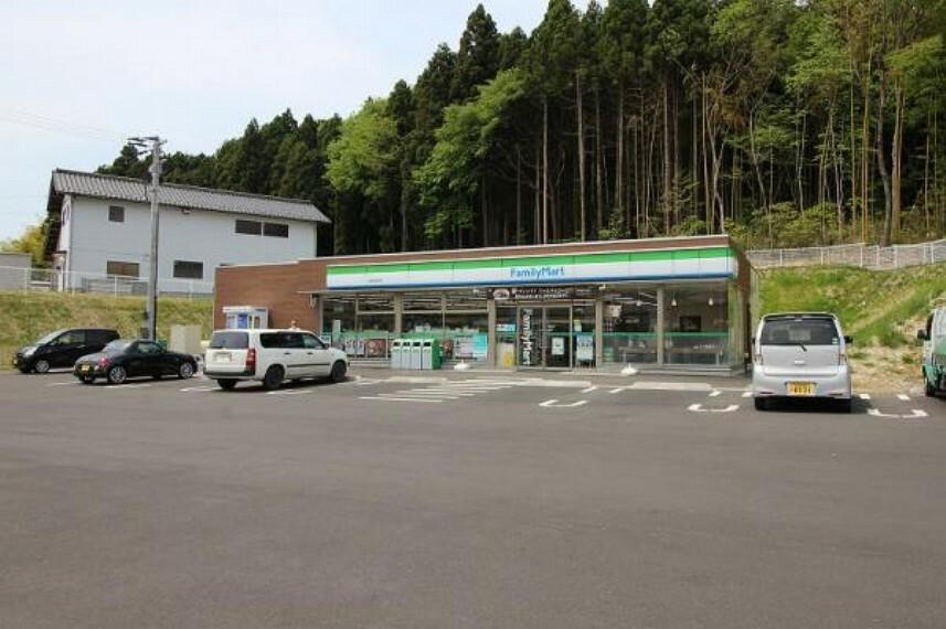 コンビニ ファミリーマート泉丸田沢店