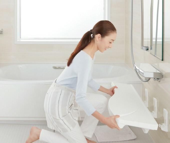 発電・温水設備 まる洗いカウンター   カウンターはまるごと壁から外せるので洗いにくい壁や床もラクな姿勢で洗えます。