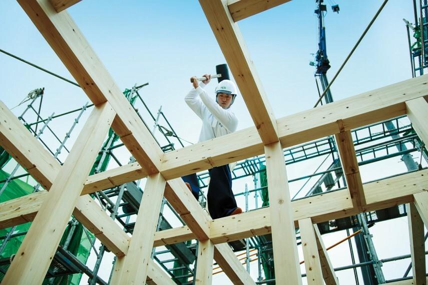 """構造・工法・仕様 日本のトップクラスを目指す ポラスの人材育成  """"立派な社会人が立派な社員""""の理念に基づき、社員の人格の陶冶、教育と見聞を広げる機会に力を注ぎ、日本のトップクラスを目指すプロの専門家を育てています。"""