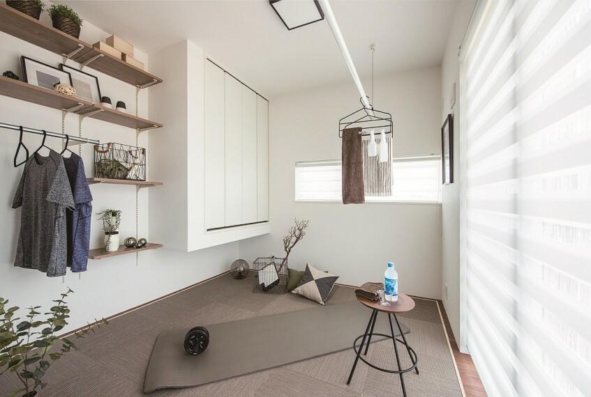 構造・工法・仕様 マルチルーム  リビングと隣接した空間をマルチルームに。部屋干しのランドリー空間やキッズルームなど多彩に活躍できるスペース/当社施工例