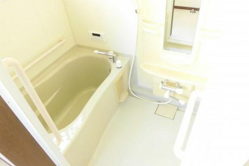 浴室 【リフォーム済】浴室はTOTO製のユニットバスをクリーニングしました。浴室換気乾燥暖房機付きです。スイッチひとつで追い焚き、足し湯、呼出ができるお風呂リモコンを設置しました。