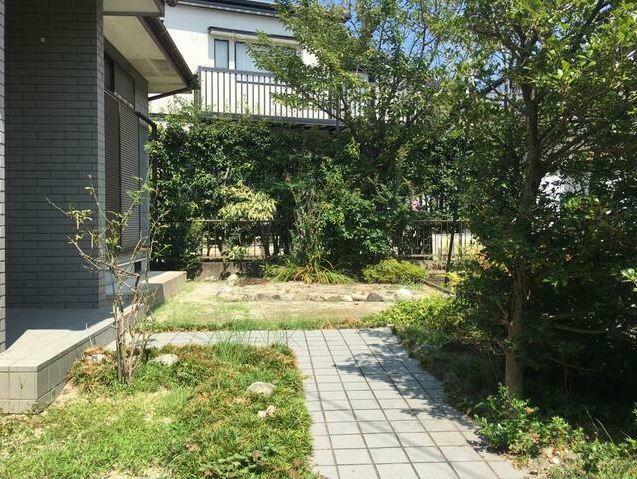 庭 敷地広々76坪。