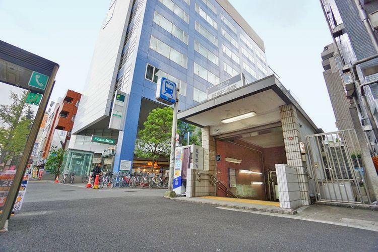 新高円寺駅(東京メトロ 丸ノ内線) 徒歩19分。 高円寺周辺には活気のある商店街が多いのがポイント。駅を出て北側にはカフェや古着店が多いルック商店街がございます。その先にはアーケードのかかったパル商
