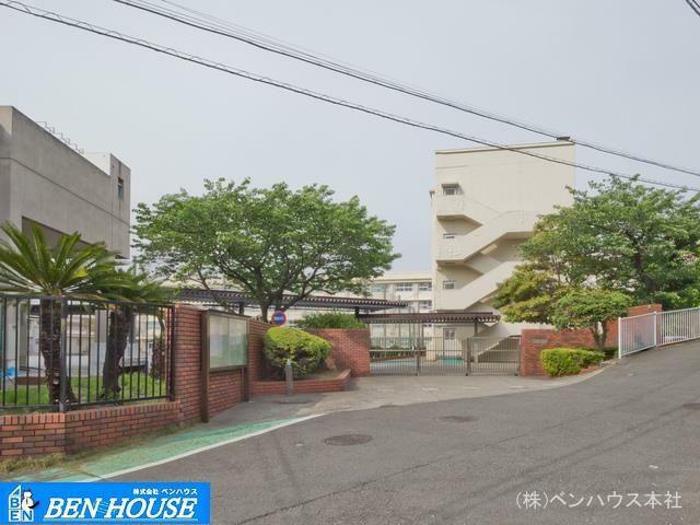 中学校 横浜市立西柴中学校 距離470m