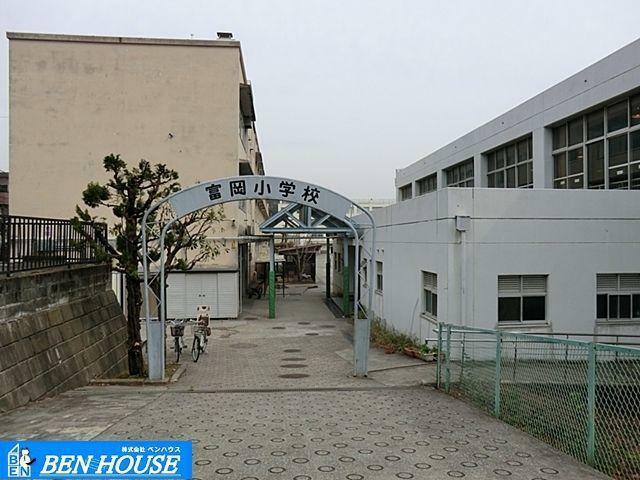 小学校 横浜市立富岡小学校 徒歩14分。