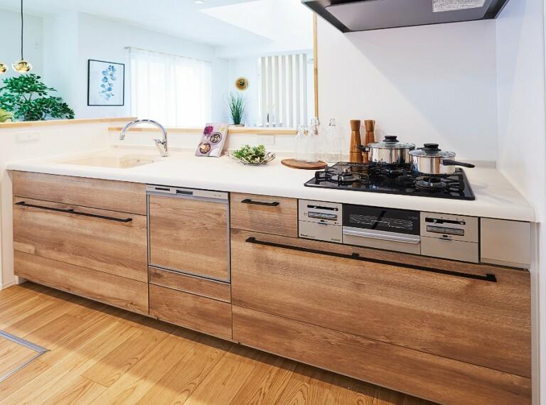 【キッチン/「ステディア」】  構造そのものが上質ステンレスだからキッチン全体が清潔で長寿命。長く愛せるエイジレスなキッチンを実現しました。※2-16号棟
