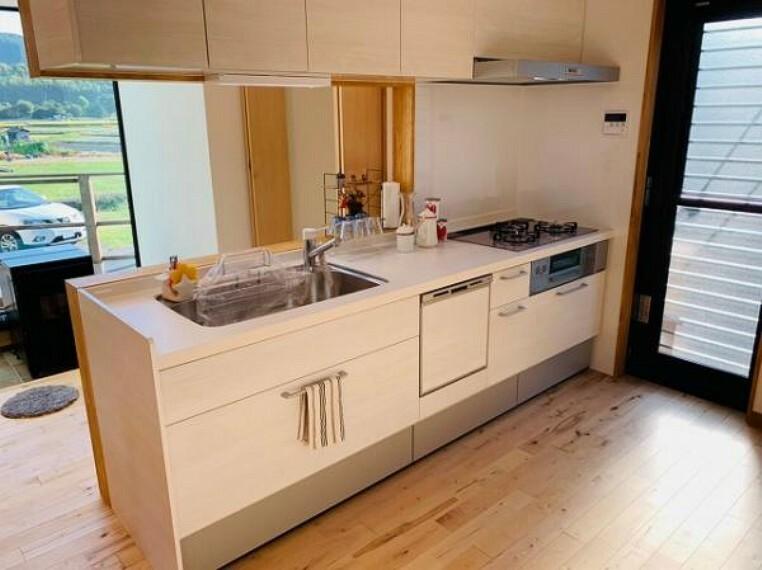 キッチン 食洗機付きの使い勝手の良いシステムキッチンです