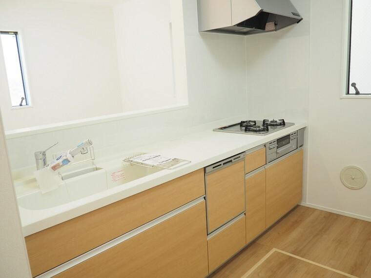 キッチン キッチン  使い勝手の良いカウンターシステムキッチン  料理をしながらリビングで遊ぶお子様の様子を見守ることができる対面式キッチン