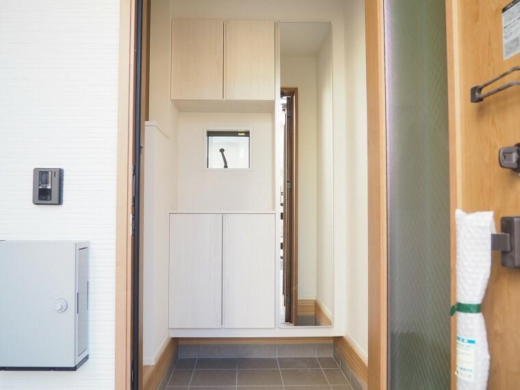 玄関 玄関  シューズボックス付の玄関  玄関がスッキリとお使いいただけます