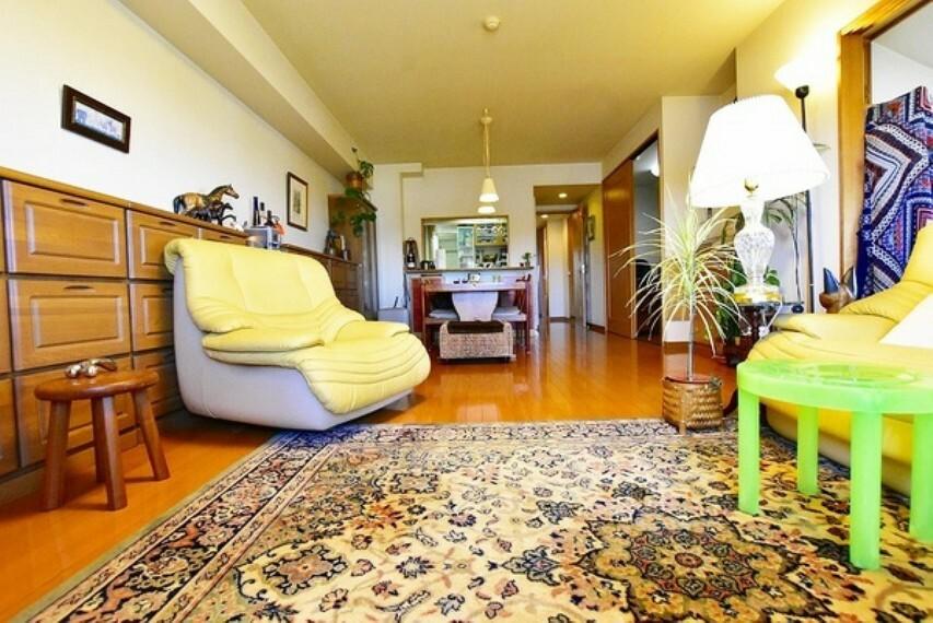 居間・リビング 15.9帖のLDK~家具の配置がしやすい長方形リビング、お気に入りのソファやテーブルを置いてくつろぎの空間に