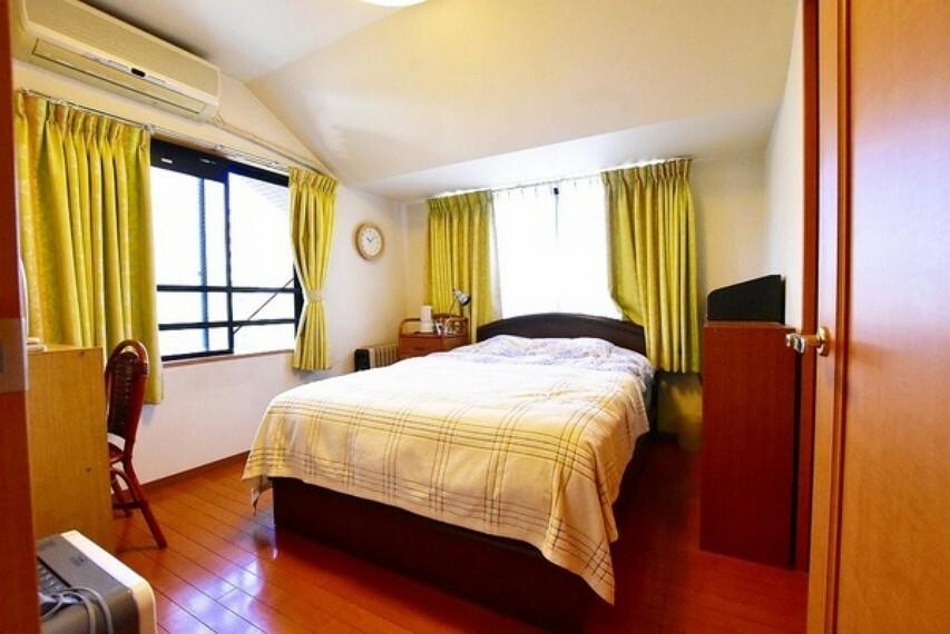 寝室 全居室6帖のゆとりある3LDKの間取り~2面採光のため窓を開けると心地よい風が吹き抜けます