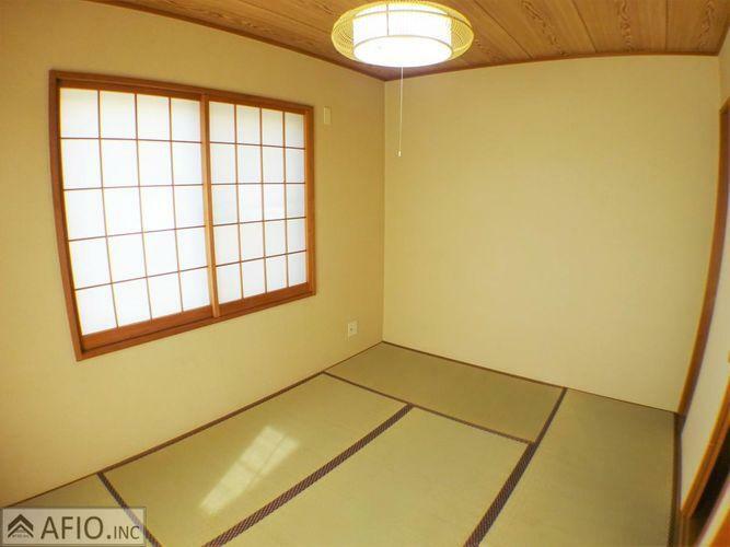 来客用のお部屋だったりとあったら嬉しい和室。小さなお子様の遊び場でも畳が最適ですね。