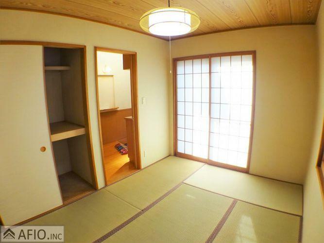 収納 和室にある押入れは来客用の布団や季節の布団もしっかり保管できます。