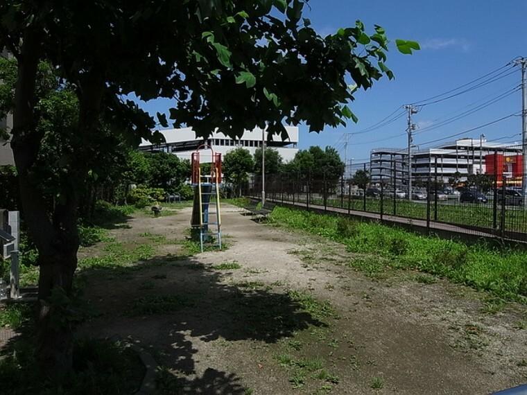 公園 (仲木戸前公園)徒歩4分