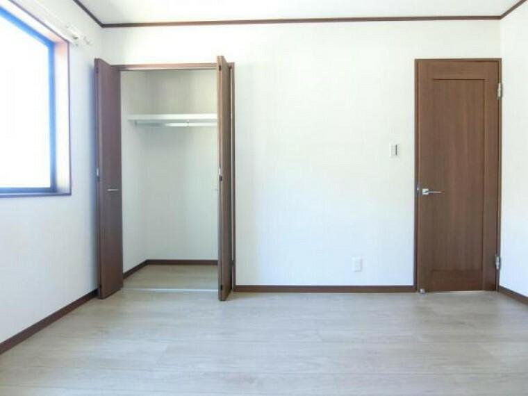 現況写真 6帖の洋室です!各居室に収納付きでお部屋もすっきり片付きます