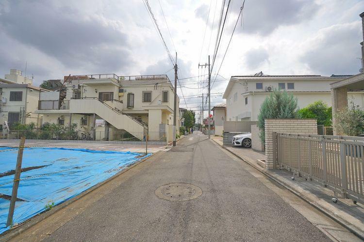 現況写真 物件周辺は車通りが少なく、落ち着いた雰囲気の住宅地になっています。