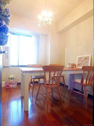 5.1畳の洋室です。陽当たりの良さがお部屋に開放感を感じさせてくれます。