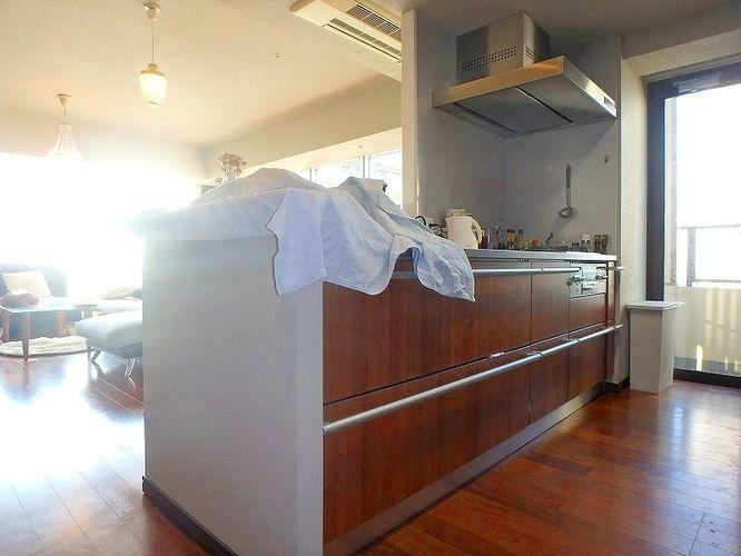 キッチン カウンタースペース付のキッチンです。2人で一緒に料理をしても窮屈にならない広さです。