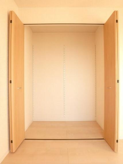 収納 同社施工イメージ。 写真は実際とは異なる場合がございますが、同社・同仕様を内覧し体感できるお部屋をご紹介可能です。 先に同社物件を見ることで、少しでも長く検討時間を確保できます!