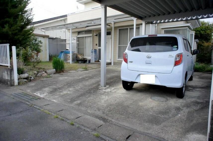 敷地内お車2台駐車可能ですので、ご家族で2台所有も急なご来客にも対応できますね。