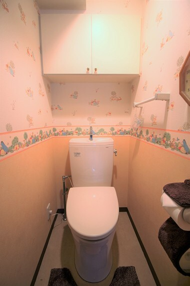 トイレ 吊戸棚付!