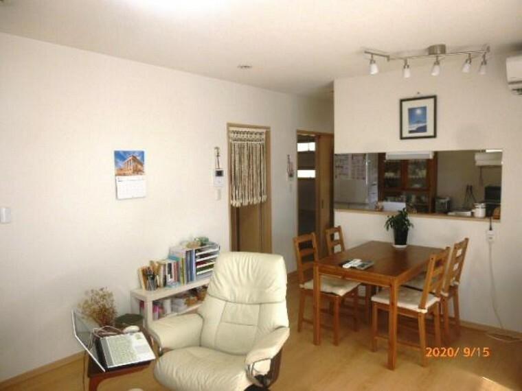 居間・リビング お料理をしながらリビングの家族と会話のできる対面キッチン