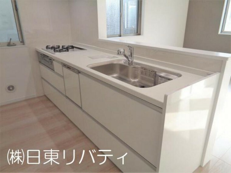 キッチン 白を基調とした清潔感のあるキッチン。食洗機付です。