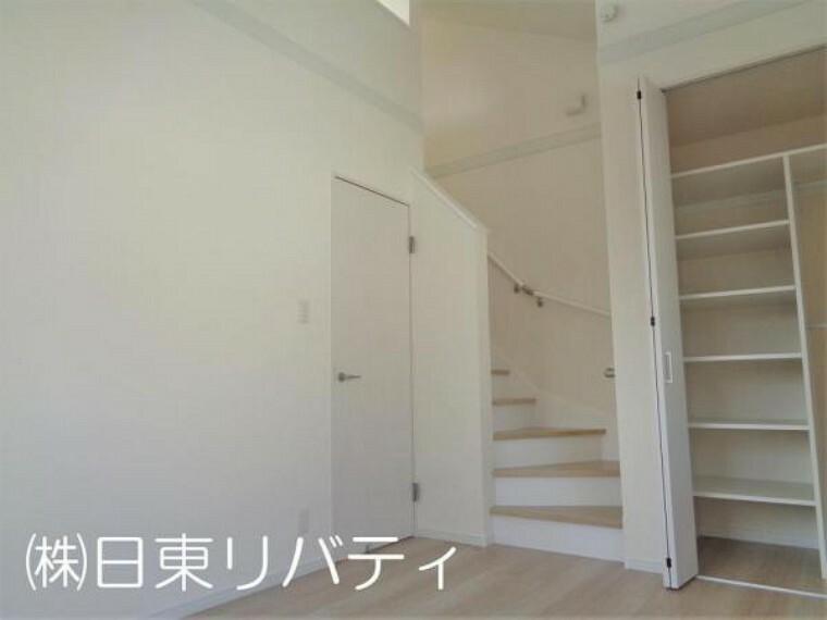 寝室 各居室収納完備の暮らしやすい間取り。