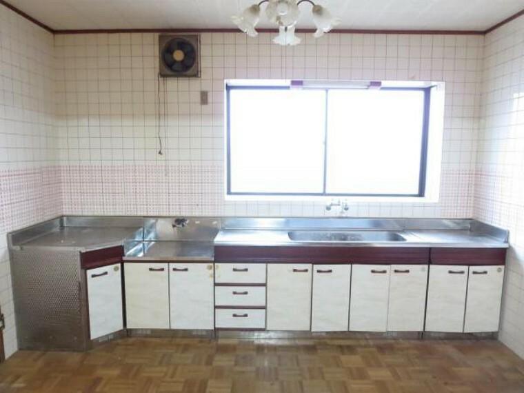 キッチン キッチンを綺麗にクリーニングしました。広いキッチンで料理がしやすいですよ。
