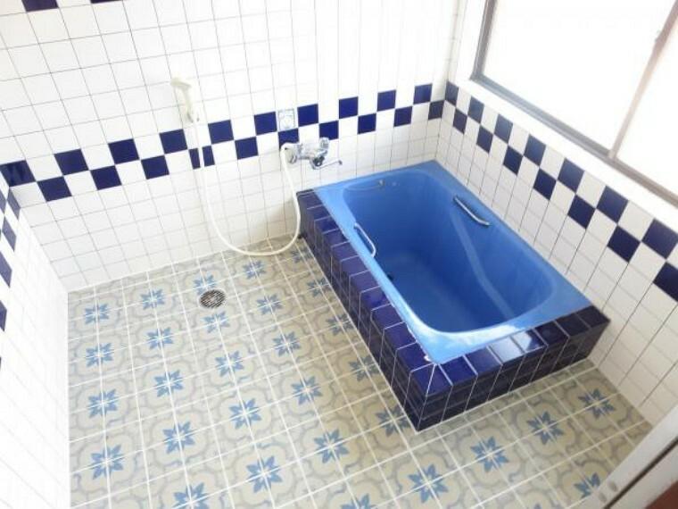 浴室 浴室は、クリーニングして綺麗にしました。広い洗い場でお子様と一緒に入りやすいですよ。