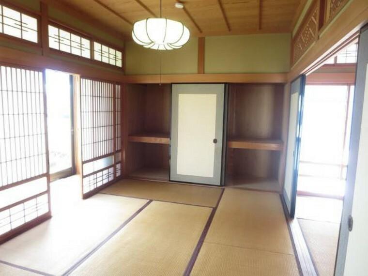 和室 南西側の和室は、きれいにクリーニングしました。押入がありますので布団などを入れるのに困らないですね。