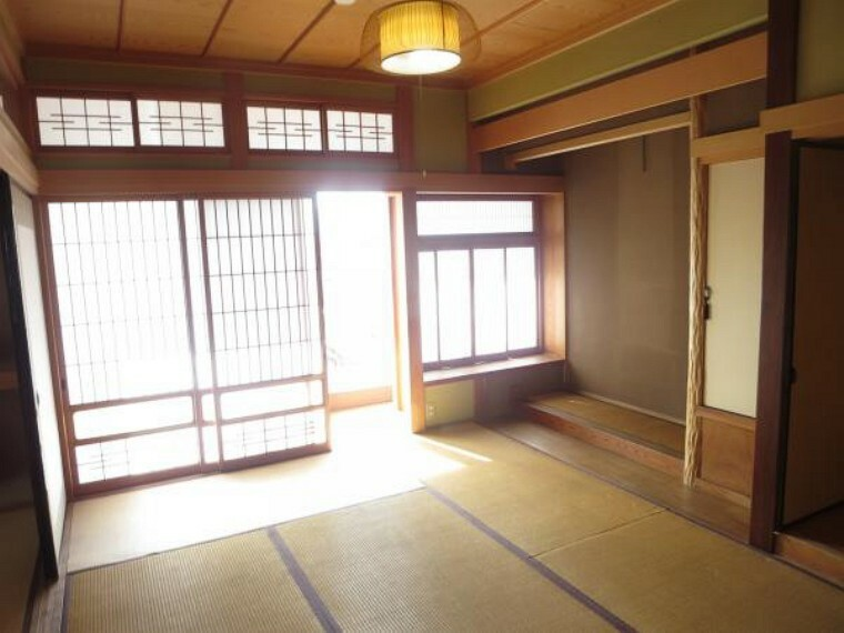 和室 西側の和室は、きれいにクリーニングしました。南西側の縁側から日差しが入るので明るい一部屋になります。